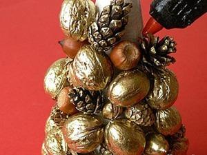 Делаем золотую елочку из шишек и орехов. Ярмарка Мастеров - ручная работа, handmade.