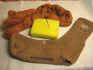 Штопка шерстяного носка валянием.. Ярмарка Мастеров - ручная работа, handmade.