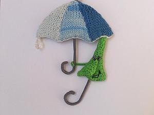 """Вяжем позитивную брошку """"Зонтик под зонтом"""". Ярмарка Мастеров - ручная работа, handmade."""