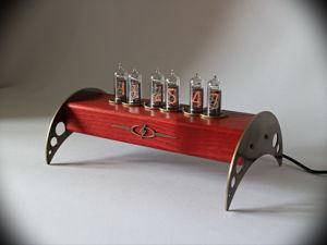 Ламповые часы Электрон цвет красное дерево. Ярмарка Мастеров - ручная работа, handmade.