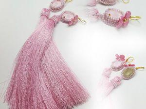 Серьги с шелковыми кистями и кристаллами Сваровски «Розовые лепестки». Ярмарка Мастеров - ручная работа, handmade.