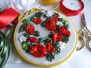 Вышивка клубники атласными лентами. Ярмарка Мастеров - ручная работа, handmade.