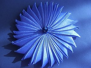Цветок из ленты - воспоминание о детстве.. Ярмарка Мастеров - ручная работа, handmade.