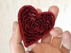 Мастерим брошь Сердце из бисера и пайеток. Ярмарка Мастеров - ручная работа, handmade.