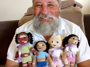 Бразильский дедушка с витилиго вяжет кукол для поддержки детей с особенностями. Ярмарка Мастеров - ручная работа, handmade.