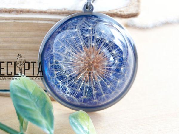 ВИДЕО. Cosmic. Кулон-полусфера 30 мм с одуванчиком из эпоксидной смолы   Ярмарка Мастеров - ручная работа, handmade