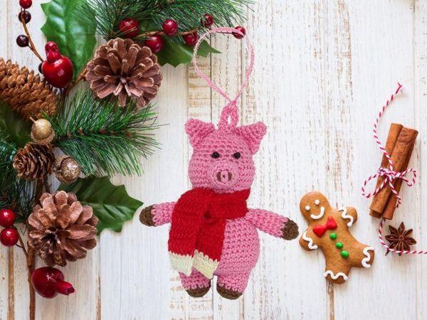 Вяжем крючком ёлочную игрушку «Свинка» | Ярмарка Мастеров - ручная работа, handmade