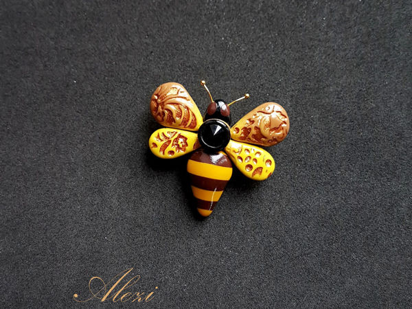 Creating Bee Brooch from Polymer Clay | Livemaster - handmade