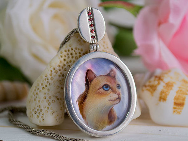 Painting a Miniature Cat on Nacre to Create a Cool Pendant | Livemaster - handmade