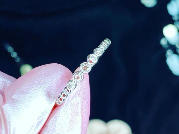 Кольцо с белом золоте с драгоценными камнями | Ярмарка Мастеров - ручная работа, handmade