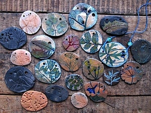 глиняный кулончик с отпечатками растений | Ярмарка Мастеров - ручная работа, handmade