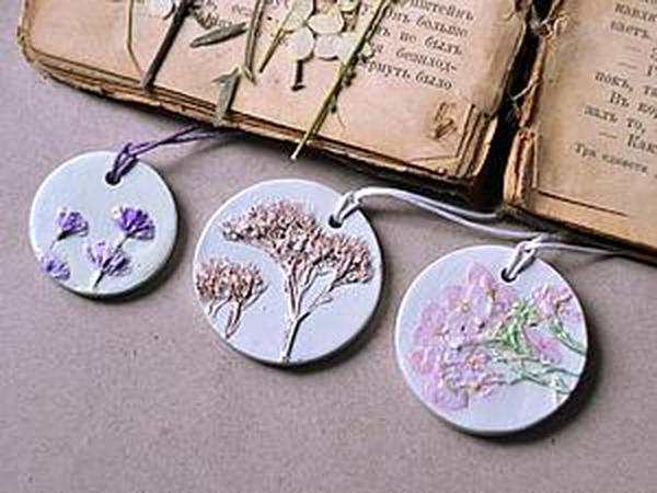 Create to Create Delicate Plaster Pendants with Flowers Prints | Livemaster - handmade