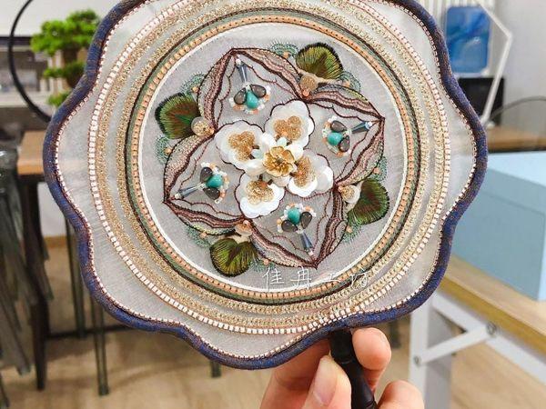 Веер с цветком, вышивка Jiaran Studio | Ярмарка Мастеров - ручная работа, handmade