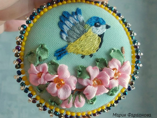 Embroidering a Tit Brooch with a Satin Stitch and Ribbons | Livemaster - handmade