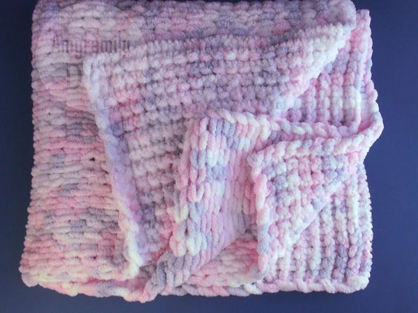 A Plush Knit Blanket for Beginners without Knitting Needles or Crochet Hook | Livemaster - handmade