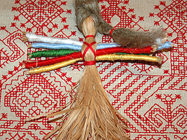 Creating a Russian Traditional Ten-Handed Helper Doll from Bast   Livemaster - handmade