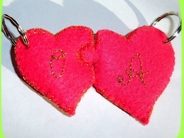 Простая идея ко Дню всех влюблённых: двойной брелок из фетра своими руками | Ярмарка Мастеров - ручная работа, handmade