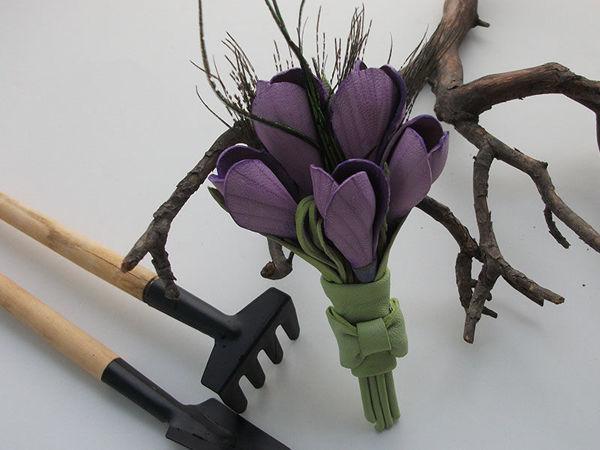 Мастерим кожаную брошь с крокусами | Ярмарка Мастеров - ручная работа, handmade