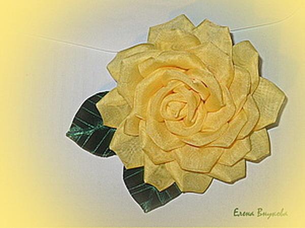 Создаем брошь-розу из ткани без профессиональных инструментов   Ярмарка Мастеров - ручная работа, handmade