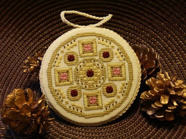 Оформление вышивки в виде круглого пинкипа | Ярмарка Мастеров - ручная работа, handmade