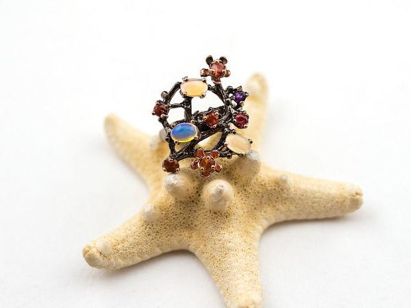 Элегантное эксклюзивное кольцо с радужным опалом, аметистом и родолитом | Ярмарка Мастеров - ручная работа, handmade