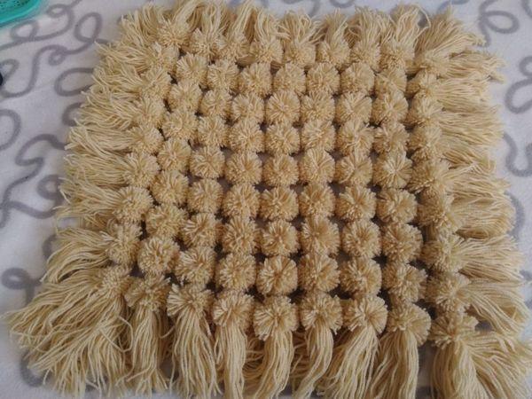 Создаем коврик-накидку на табурет из помпонов   Ярмарка Мастеров - ручная работа, handmade