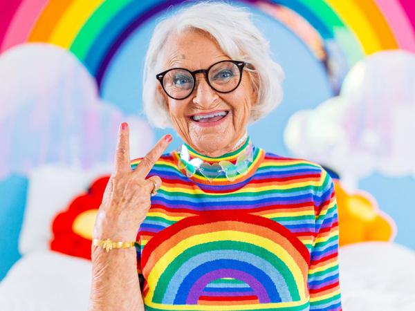Радужная бабушка Хелен ван Винкл стала Интернет-звездой после 80   Ярмарка Мастеров - ручная работа, handmade
