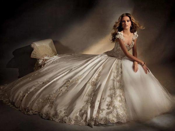 68d35e97f26 Прекрасная вышивка на свадебных платьях – Ярмарка Мастеров