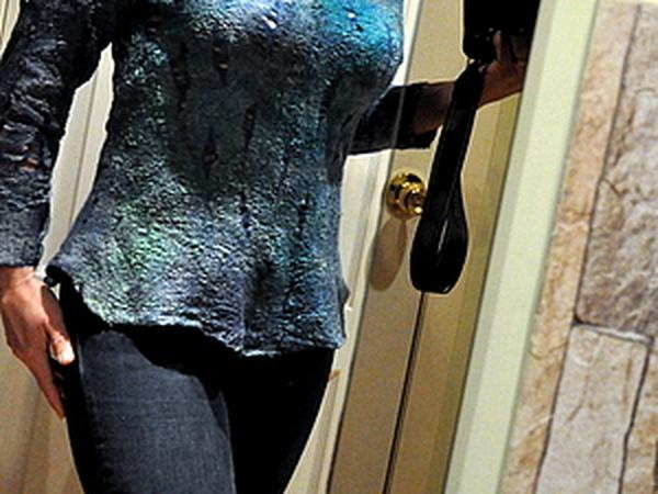 Валяем двусторонний свитер в технике «нунофелтинг»: ажурные фактуры, замшевый эффект и минимум шелка | Ярмарка Мастеров - ручная работа, handmade