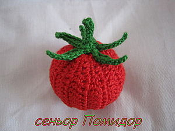 Вязаный крючком помидор