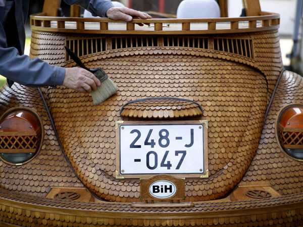 71-летний пенсионер Момир Божик превратил свой Фольксваген Жук в произведение искусства из дерева | Ярмарка Мастеров - ручная работа, handmade