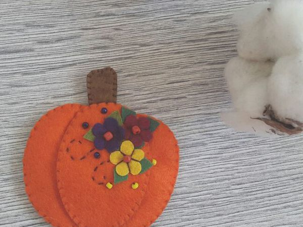 Sewing a Pumpkin Brooch | Livemaster - handmade
