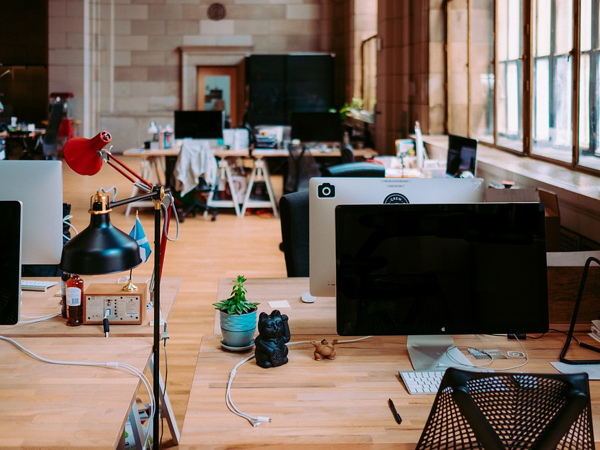 9 Lifehacks On How To Survive In Office If You Are Creative Person | Livemaster - handmade
