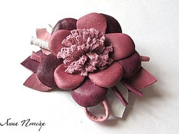 Брошь-цветок из натуральной кожи | Ярмарка Мастеров - ручная работа, handmade