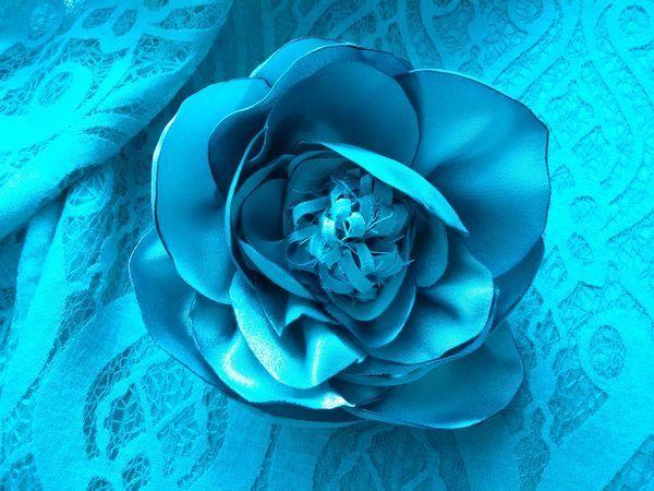 Создаем брошь-цветок из эластичного атласа   Ярмарка Мастеров - ручная работа, handmade