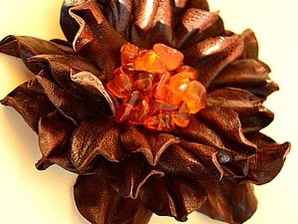 Создаем брошку из кожи   Ярмарка Мастеров - ручная работа, handmade