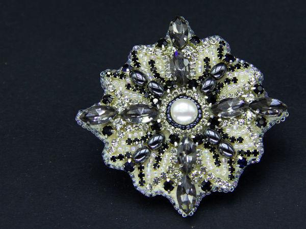 Вышиваем новогоднюю брошь Снежинку кристаллами и бисером | Ярмарка Мастеров - ручная работа, handmade