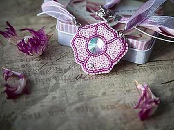 Мастер-класс: вышивка бисером кулона в виде простого цветка   Ярмарка Мастеров - ручная работа, handmade