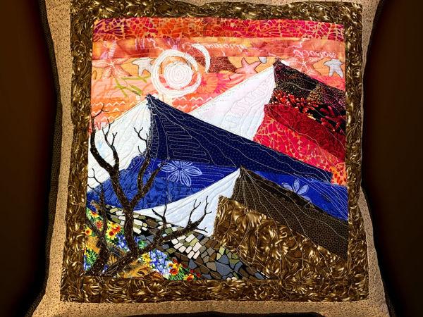 Лоскутная подушка с пейзажем «Горы» | Ярмарка Мастеров - ручная работа, handmade