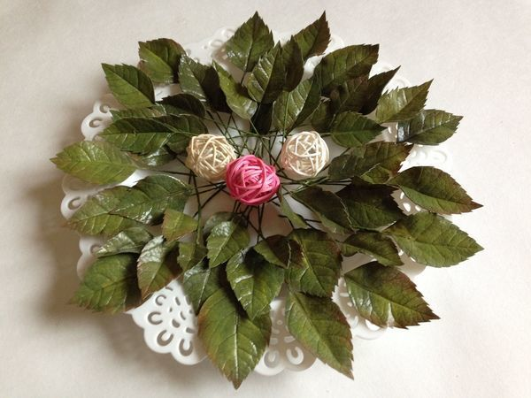 Creating Rose Leaves out of Iranian Foam and Oil Crayons | Livemaster - handmade