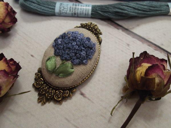 Изготавливаем брошь с вышивкой на металлической основе | Ярмарка Мастеров - ручная работа, handmade