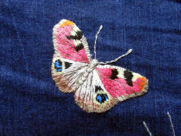 Видео мастер-класс: вышиваем гладью нашивку на джинсы «Бабочка павлиний глаз» | Ярмарка Мастеров - ручная работа, handmade
