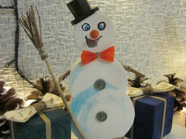 Изготавливаем интерьерное украшение: делаем снеговичка из обрезков полистирола и подручных материалов | Ярмарка Мастеров - ручная работа, handmade