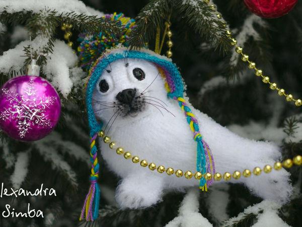 Вяжем крючком игрушку на ёлку «Нерпёнок-белёк по имени Снежок»   Ярмарка Мастеров - ручная работа, handmade