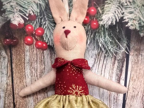 Шьем елочную игрушку: зайка в стиле Тильда или «Зайка-елку-украшай-ка»   Ярмарка Мастеров - ручная работа, handmade