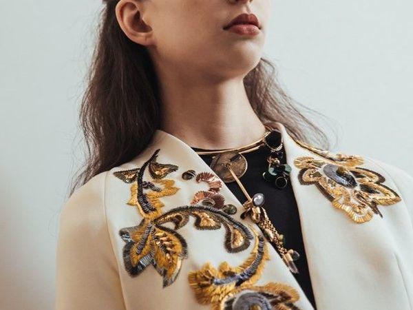 Детали вышивки на белом жакете от Christian Dior | Ярмарка Мастеров - ручная работа, handmade