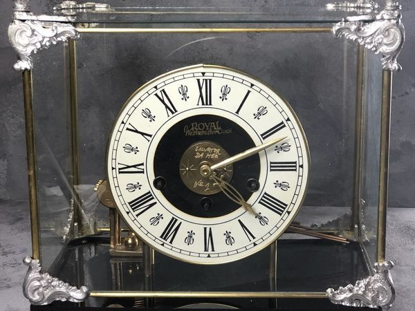 Необычные настольные  часы с изюминкой под стеклянным куполом   Ярмарка Мастеров - ручная работа, handmade