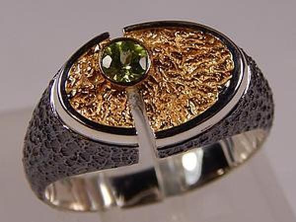 Серебряное кольцо с перидотом