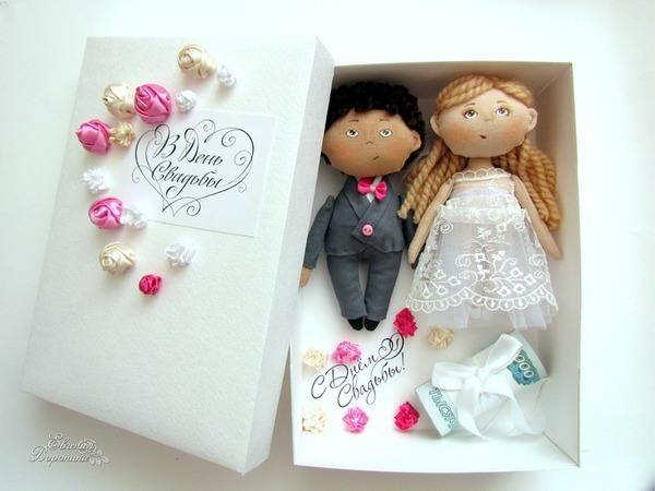 Подарочная коробочка для денег с куколками-молодоженами   Ярмарка Мастеров - ручная работа, handmade
