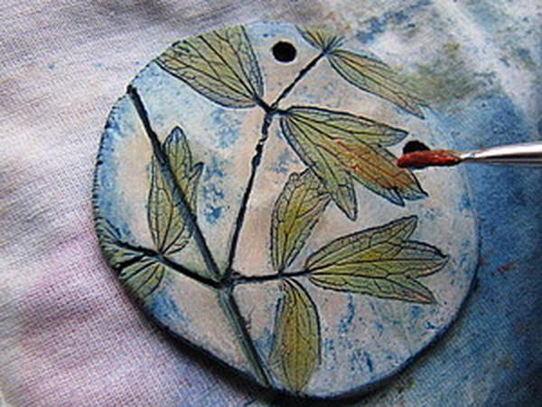 Тонируем и раскрашиваем глиняные подвески | Ярмарка Мастеров - ручная работа, handmade